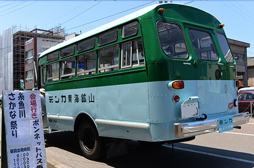 ボンネットバス後ろ