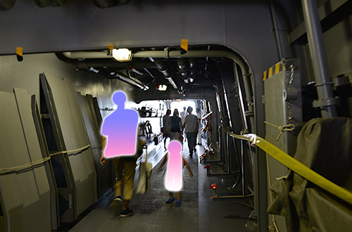 前後甲板を結ぶ通路
